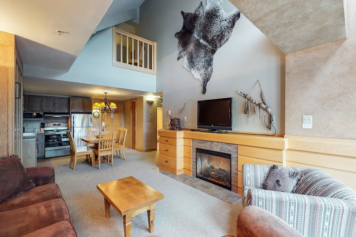 Rustic condo w/ shared hot tub and pool - ski-in/out location!