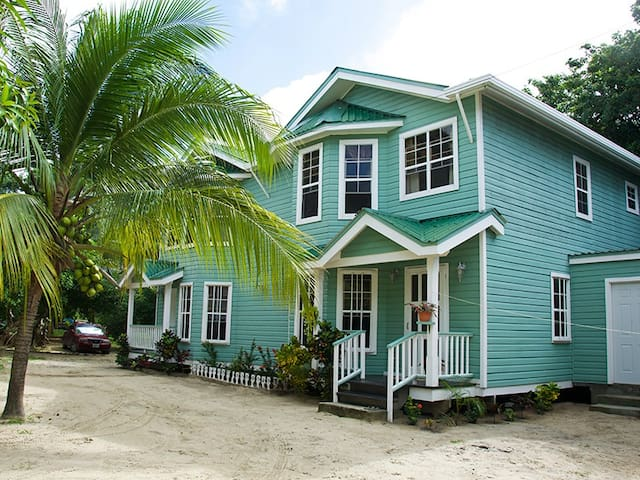 Bonito Beach Apartment - great beach cottage halfway between West Bay and West End.