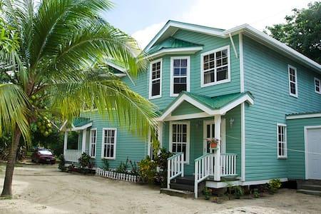 Bonito Beach Apartment - West Bay - Wohnung