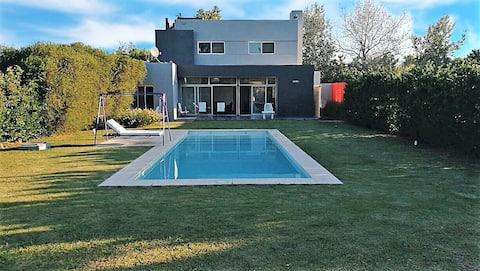 Confort y relax con piscina y jacuzzi