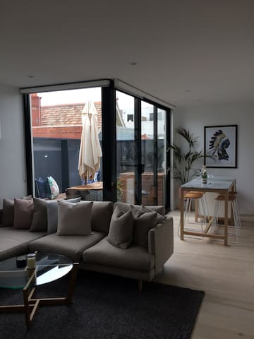 Perfectly located 1 bed apartment! - Saint Kilda - Leilighet