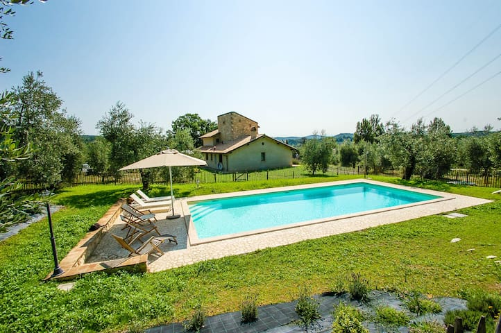 Detached house with fenced/private pool 100km Rome
