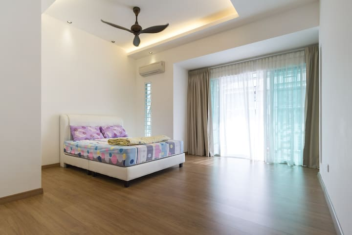 Cozy Large Private Room c/w Ensuite @ Balik Pulau! - Balik Pulau - Casa