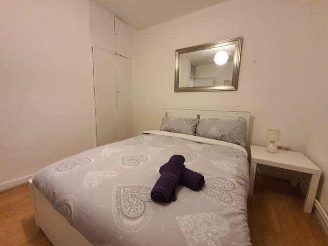 Private Double Room close to Tower Bridge