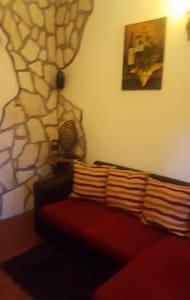 norma house antica norba,giardini ninfa,parapendio