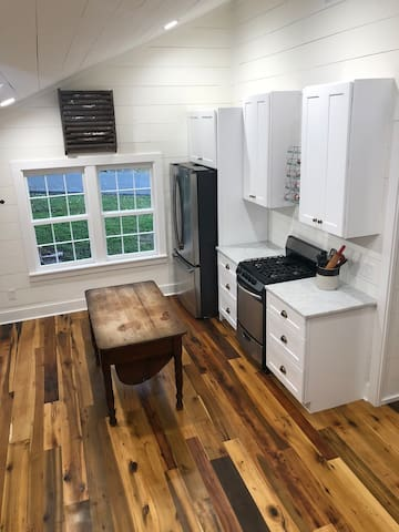 Kitchen; full size oven, refrigerator, and antique island
