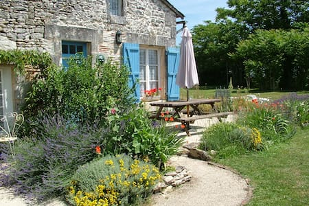 Lovely Rustic Self Catering Cottage - Verteuil-sur-Charente - Casa