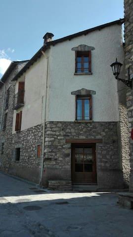 Maison de village pour 8 personnes a   Benasque - Anciles - House