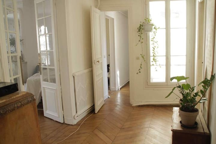 Calm room in a Haussmannien appartment