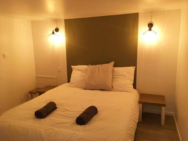 Jolie chambre privée de 10m² à la sortie de Mayet.