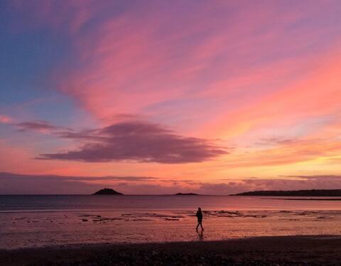 Ocean View in Garryvoe, Self Catering B&B (Room X)
