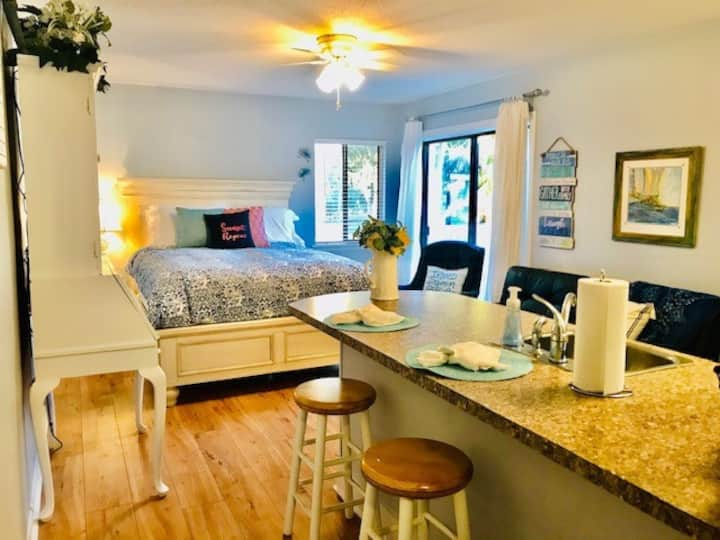 Sunset Repeat - studio condo at Edisto Beach