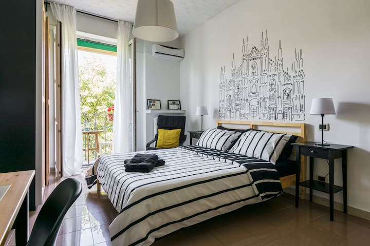 """Duomo""room,private bathroom, breakfast &parking - Milano - Apartment"