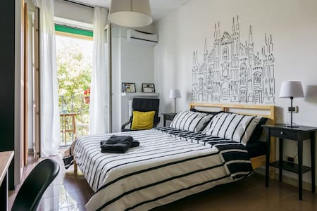 Duomo room with private bathroom & daily breakfast - Apartemen