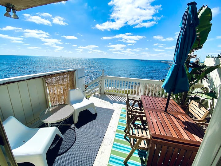 OCEAN FRONT ~ HUGE PATIO ~ OCEAN VIEW ~  SUPERHOST
