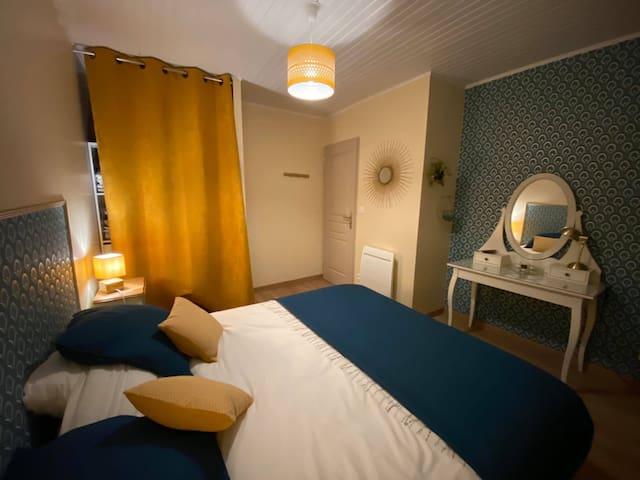 """Chambre principale, avec un grand lit 160x200 ou deux lits électriques """"relaxation"""""""