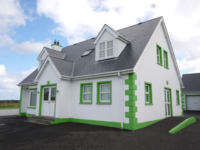 Lochlea, a stunning villa with fabulous views. - Gleneely - Holiday home