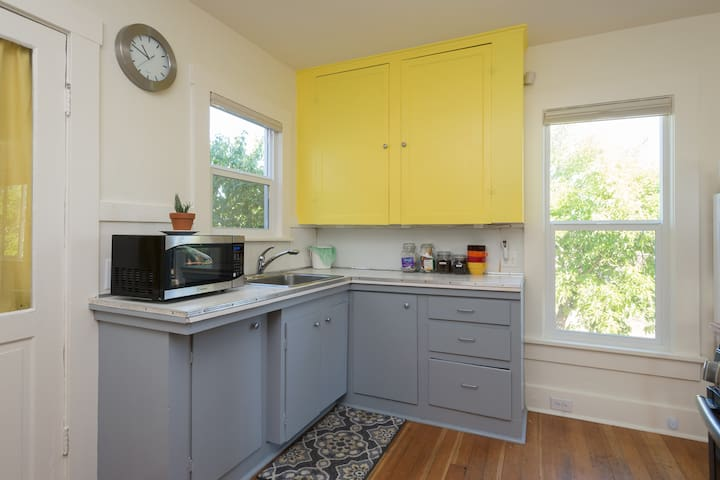 Cute, updated, vintage 1 bed home near Seward park