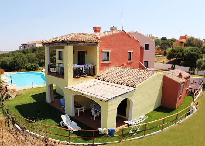 Villa for 4 people with shared pool-Sea Villas