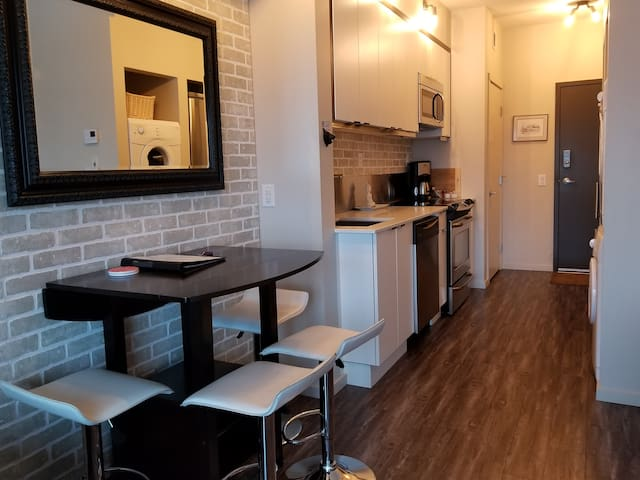Eating area and full kitchen