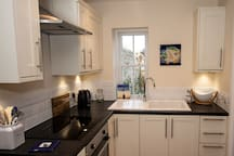 The Bankhouse Mews - Fully equipped fitted modern Kitchen with hob, oven, fridge, freezer, kettle, toaster and microwave