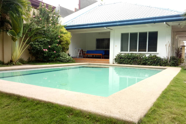Felisa's guesthouse with Pool in Davao City (Photo was taken August 2018) Deutsch: Felisas Gästehaus mit Pool in Davao City