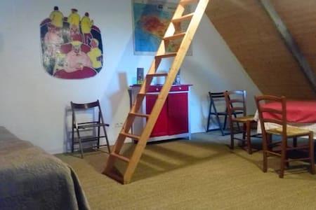 un Loft cosy sous les toits d'un ancien Couvent - Camlez