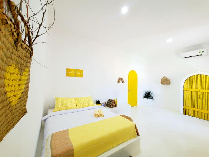 Beautiful Yellow rooms with nice surrounding !