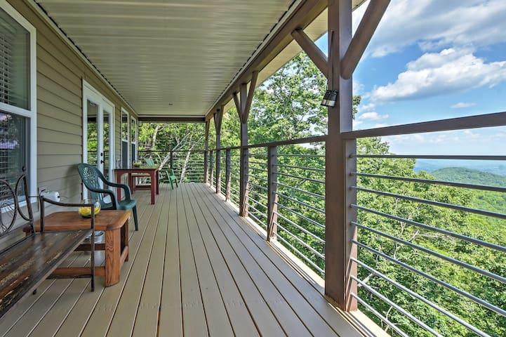 NEW! Pristine 3BR Clayton Cabin w/Mountain Views!