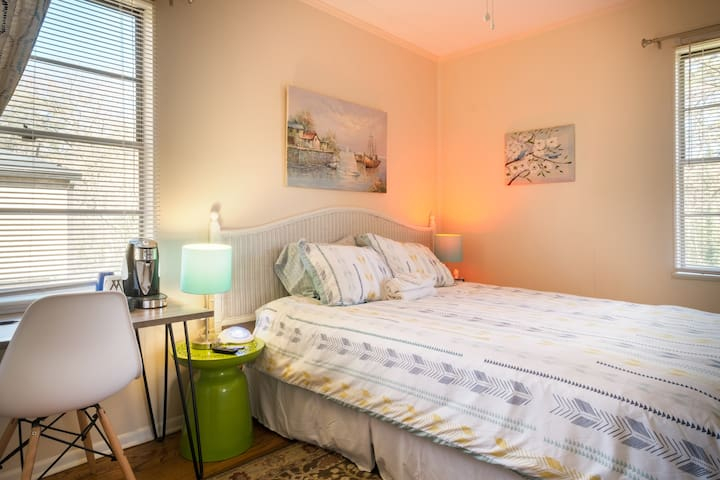 Cozy Room + Private Bath Near Emory, CDC, Midtown