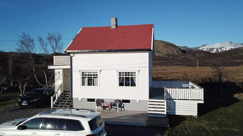Koselig hus med fantastisk utsikt mot havet i vest