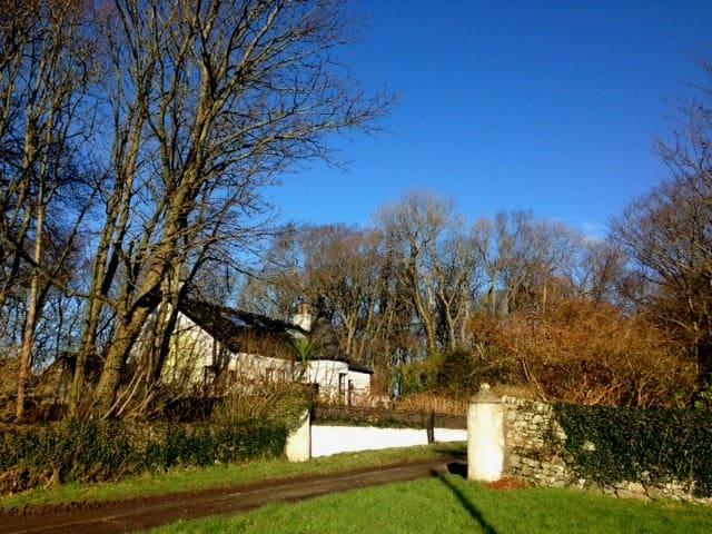 "Achamore Lodge Retreats ""Green Room"""