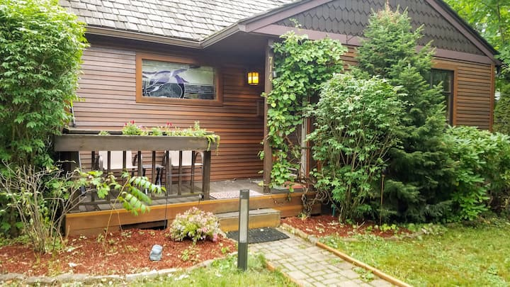 Amazing downtown cottage perfect for couples.