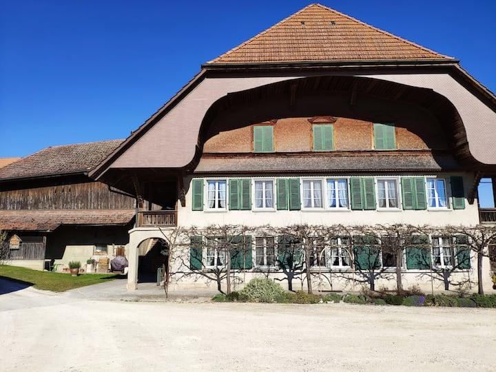"""Zimmer """"Jura"""" mit 140er Bett in Berner Bauernhaus"""