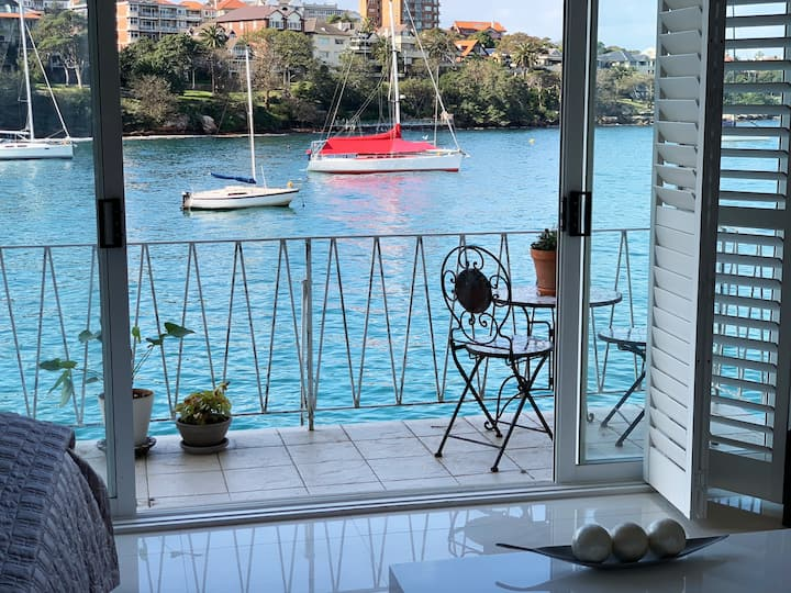 Sydney water front at its best - Modern Studio