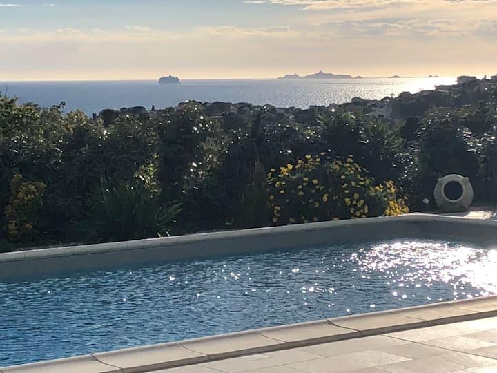 Beau T2 piscine vue mer rdc villa Porticcio Agosta