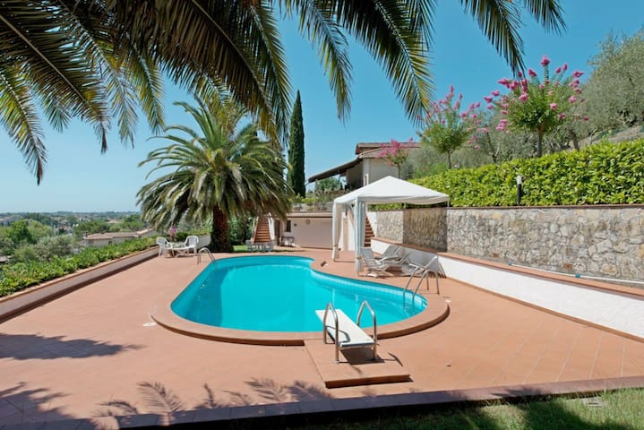 Villa Versilia for 9 People with Private Pool, Garden, WiFi, Air Condition