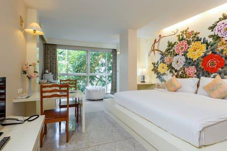 Beijing Deluxe Room in Phuke town - Phuket