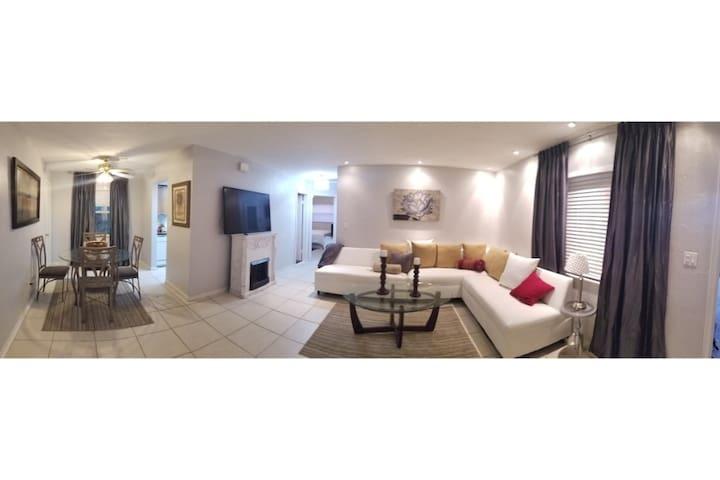 2bed/1bath Half Duplex Home - Very Spacious