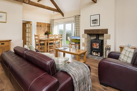 Luxury family-friendly cottage in tranquil spot - Netherton