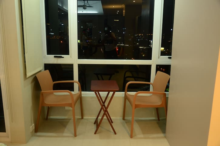 Studio Unit with amazing view in Global City