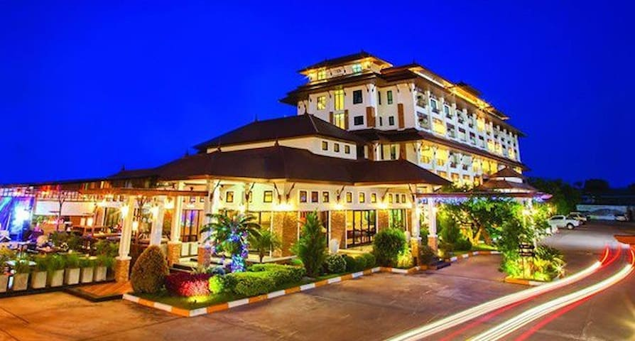 โรงแรม รอยัล นาคารา - Tambon Nai Mueang - Bed & Breakfast