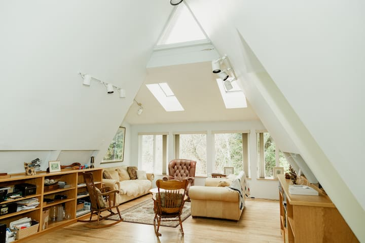 Port Hardy - Garden Room - A-Frame West Coast Home