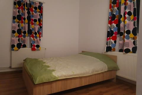 Canadian House - Blue bedroom