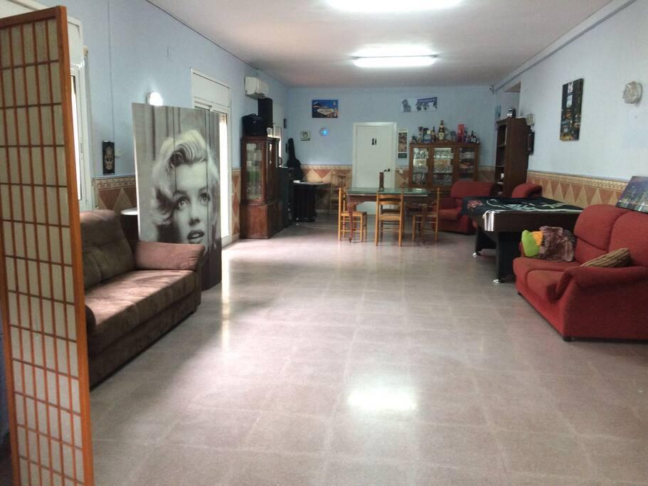 Sala de juegos Ping-pong, dardos,billar y mini gym.