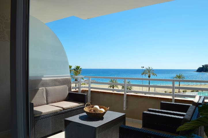 Wake up on the beach front - Calvià - Apartment