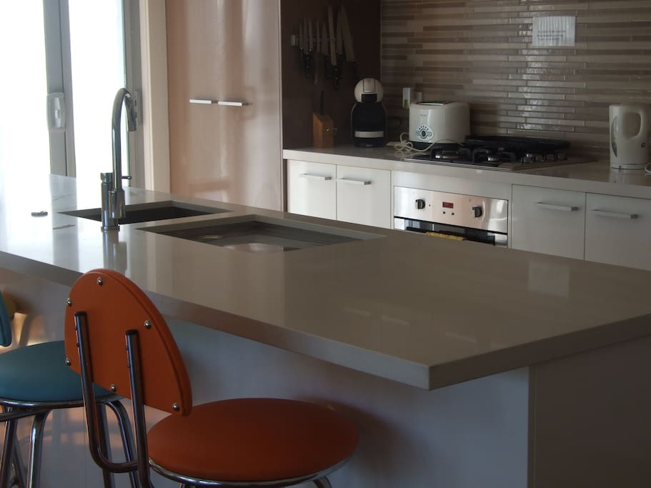 Island bench and kitchen