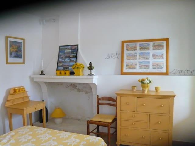 MENERBES, LUBERON, Les GORGUES - Ménerbes - House