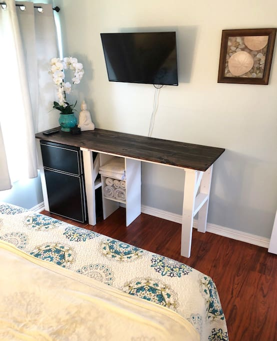 Mini fridge with a separate freezer compartment. Beach and bath towels provided. Over & under the table luggage stow space. TV with Netflix and Amazon.