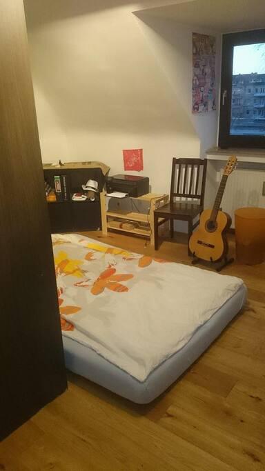Room with mattress (1,40m x 2m)